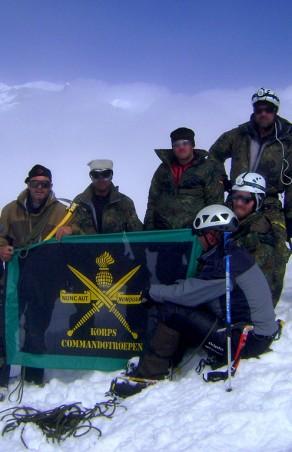KCT vlag op het dak van de Andes