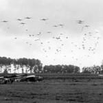 300px-Operation_MARKET-GARDEN_-_82_Airborne_near_Grave