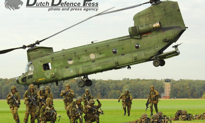 Twee decennia Nederlandse Rode Baretten 11 Luchtmobiele Brigade (Air Assault) '7 December'
