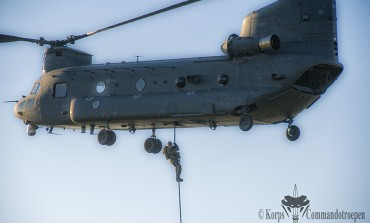 Commando's en Pathfinders voor het eerst met fastrope uit CH-47F (NL) Chinook