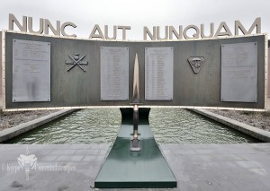 monument-front