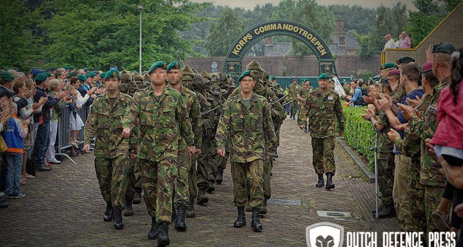 Groene baret en uniek naslagwerk uitgereikt aan 19 nieuwe commando's