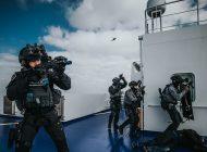Mariniers oefenen antiterrorisme in Rotterdamse haven