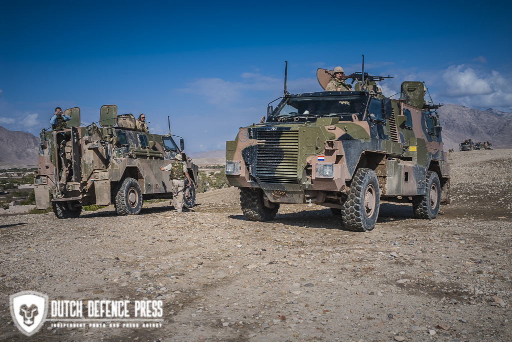 "Bushmaster, Australian ""Battle-Limousine"" has Dutch soldiers covered in Afghanistan"