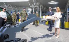 Defensie eert zorgpersoneel op Bevrijdingsdag met gebak